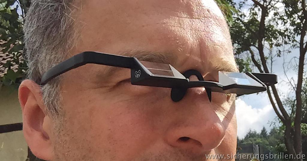 Hier mein schwarzes Modell der Y&Y Plasfun Sicherungsbrille im Trockentest – der Rahmen ist dünn genug um den Blick auf das Sicherungsgerät frei zu lassen.