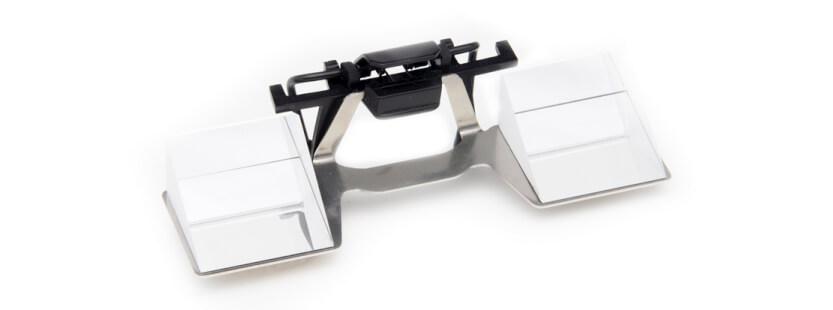 Die CU Clip von CU Belay Glasses ist genauso zu verwenden, wie die Clip Up: Man klippt sie oben an die vorhandene Brille (Foto: Bergzeit.de).