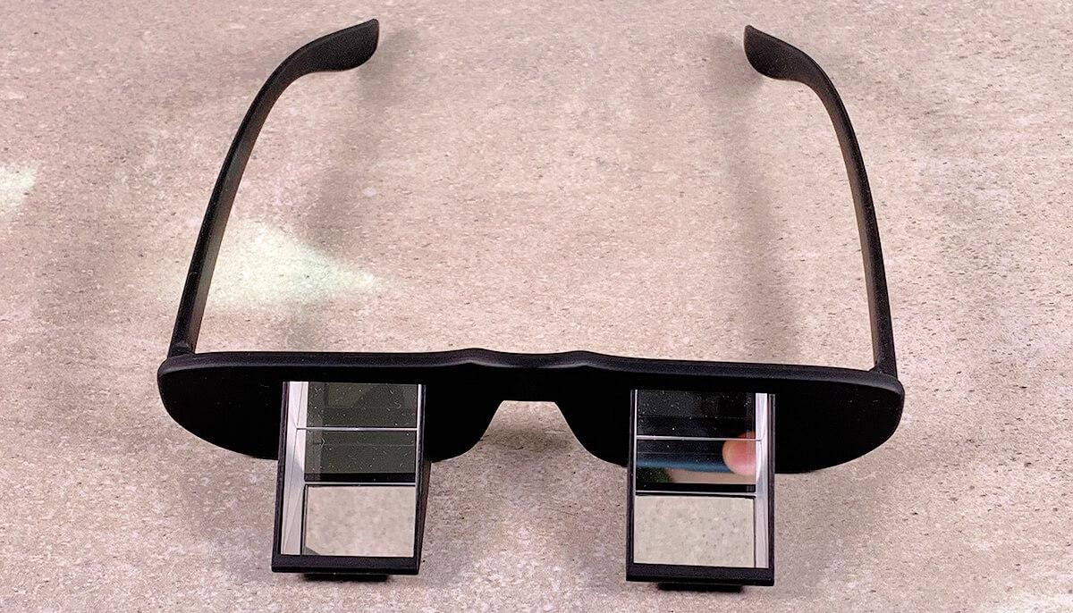 So sieht eine typische Prismenbrille für's Klettern aus: Die Prismen sind nach oben ausgerichtet (Fotos: J. Kleinholz).