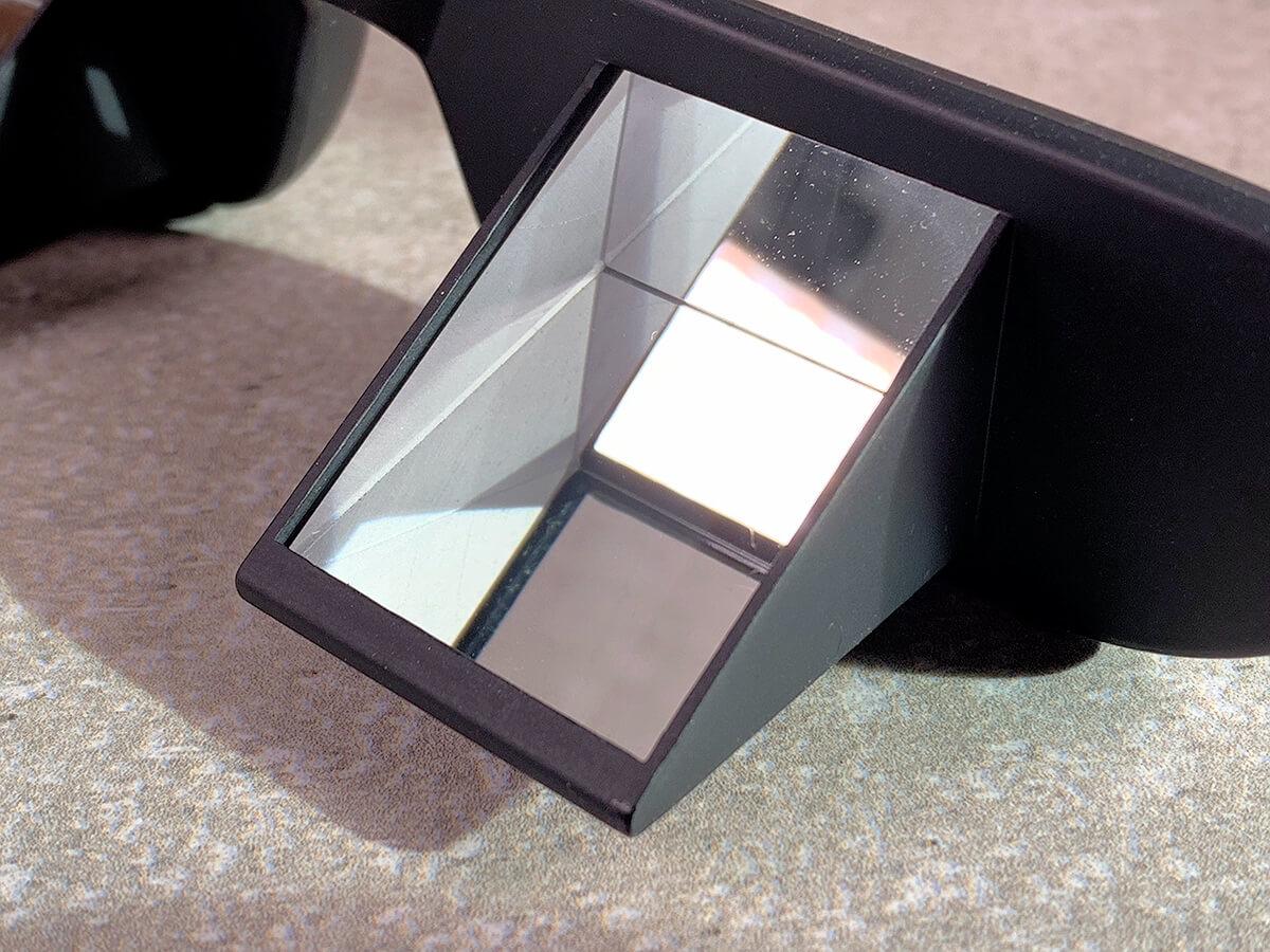 Hier sieht man in der Nahaufnahme die TooB Prismenbrille, die beim Klettern eingesetzt wird.